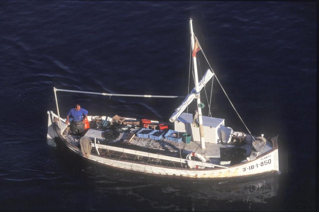 El llaüt Planisi navegant. Foto: Joan Costa. Arxiu d'imatge i so del Consell Insular d'Eivissa