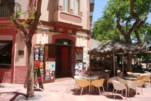 El Sunset Café es uno de los locales con más solera de la Plaza del Parque.