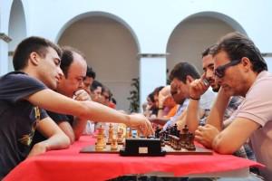 El Gran Maestro israelí, a la derecha con piezas negras, venció en el V Open Internacional Ciudad de Eivissa.