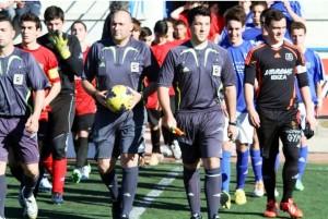 José Luis Fernández Cardona, en el centro, durante un partido de juveniles. Foto: F. Natera