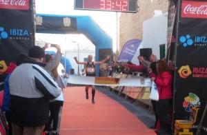 Samuel Urbano fue el vencedor de la carrera de los 10 kilómetros. Fotos: C. V.