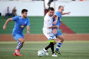 Pacheta se zafa de un rival en un acción del encuentro. Foto: Fútbol Pitiuso