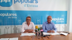 Enrique Fajarnés y José Sala en la sede del PP.