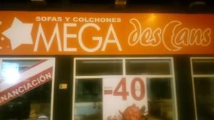Fachada de la tienda Mega Descans en la avenida de Sant Josep de sa Talaia.