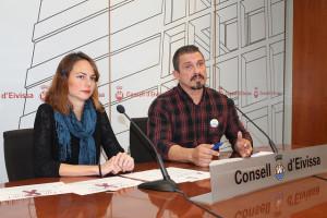 La consellera Lydia Jurado y el presidente de la asociación Ibiza LGTB, Antonio Balibrea.