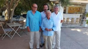 El órgano de dirección de la Real Academia de Gastronomía de Ibiza junto a Rafael Ansón.