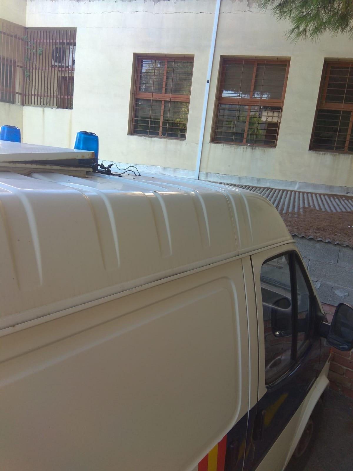 Los traslados a los Juzgados de Ibiza se realizan en grupos de hasta 13 personas hacinadas en un furgón