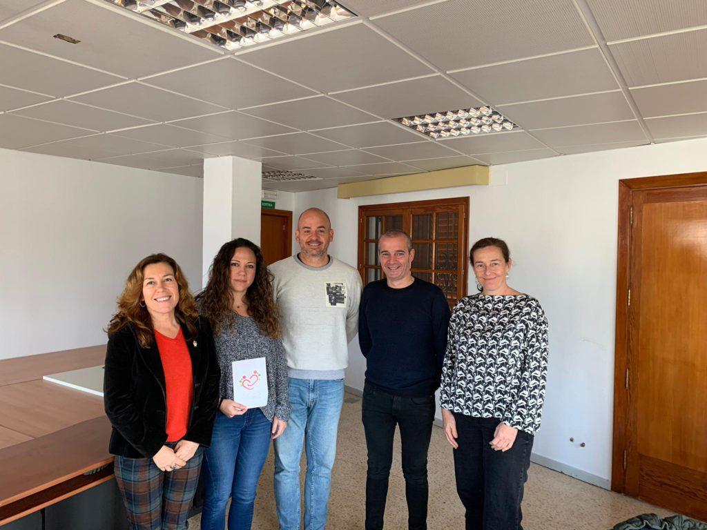 La Asociación Profesional de Docentes de Ibiza (APDE),  la FAPA de Ibiza y la Asociación Pitiüsa por la Inclusión Educativa (APIES) han mantenido un encuentro con la directora del IBSMIA (Instituto Balear de Salud Mental de la Infancia y la Adolescencia), Isabel Florez, y el coordinador autonómico del OSMIB (Oficina de Salud Mental de las Islas Baleares), Oriol Lafau,