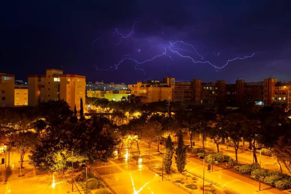 Rayos sobre Ibiza, la pasada noche. Foto de Paco Natera.