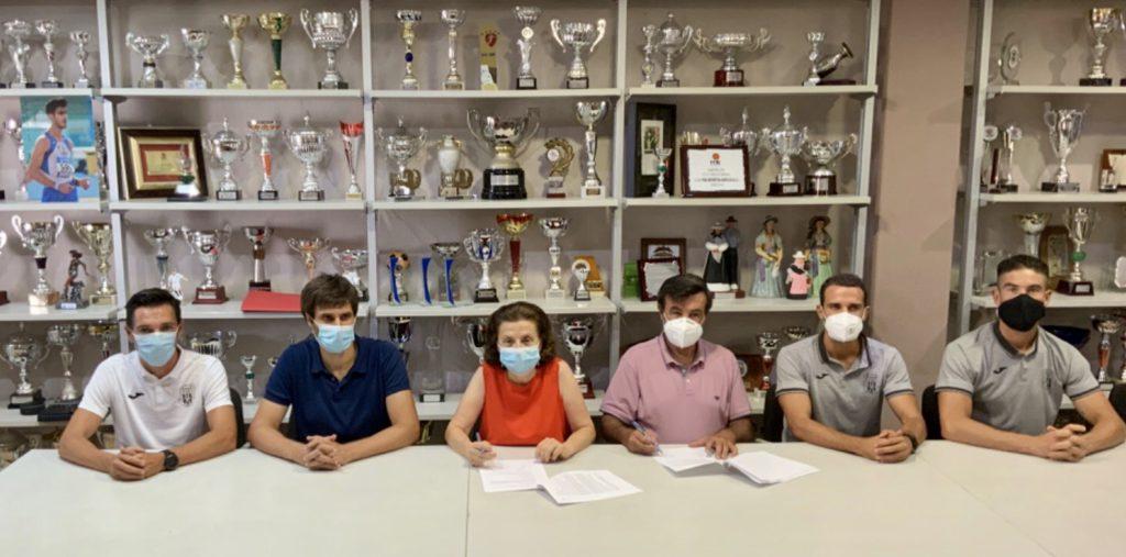 En la foto, de izquierda a derecha: Raúl Casañ, Carles Gonyalons, Fina Santiago, Joan Marí, Marc de Val y Francisco Torres.